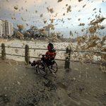 """Meteo, violenta """"tempesta"""" di schiuma marina a Città del Capo: città ricoperta di bianco come se avesse nevicato [FOTO e VIDEO]"""