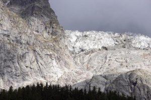 Allerta crollo per il ghiacciaio Planpincieux: scatta l'evacuazione in Valle d'Aosta