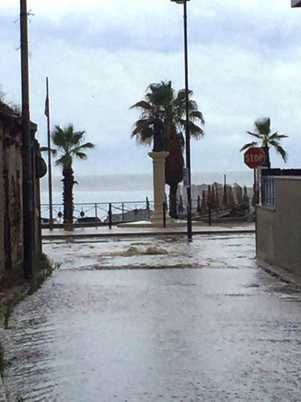 Gli allagamenti sul Lungomare di Catona (Reggio Calabria)