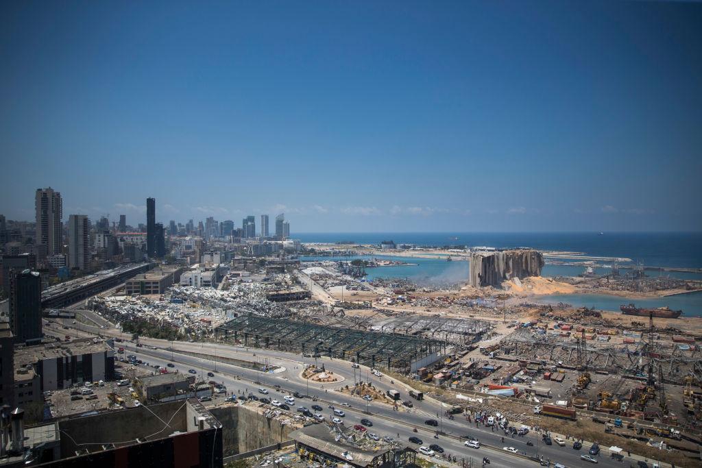 Si scava tra le macerie di Beirut forse un sopravvissuto
