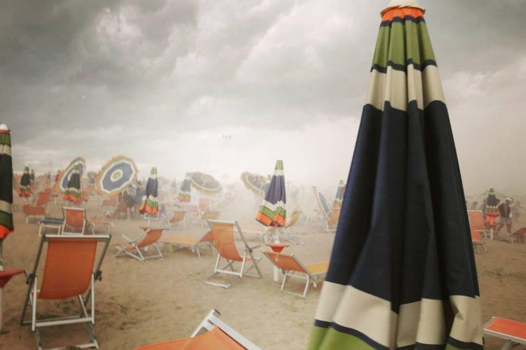 maltempo estate spiaggia tromba d'aria storm allerta meteo
