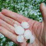 Maltempo Piemonte, sabato sera di forti temporali: nubifragi e grandine fino a 4cm nell'Astigiano dopo i +40°C di pomeriggio, ma fa ancora caldissimo [FOTO e VIDEO]