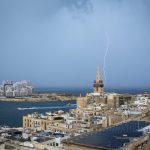 Maltempo a Malta, tempesta di fulmini su La Valletta e la pioggia devasta Xwejni Bay a Gozo [FOTO]