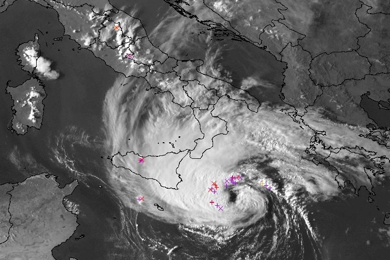 medicane jonio occhio del ciclone 16 settembre 2020 udine