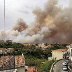 Incendi, brucia la Sicilia da Est a Ovest: roghi a Capo d'Orlando e Naso, ancora fiamme a San Martino delle Scale e nel Trapanese [FOTO]
