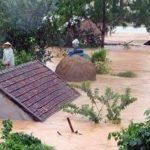 Vietnam devastato dalle alluvioni, scenario apocalittico con le case scomparse sotto l'acqua e centinaia di morti: le FOTO della catastrofe