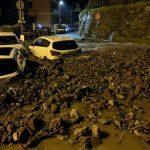 Maltempo Liguria, disastrosa frana a Casarza Ligure: strade invase da detriti e auto trascinate [FOTO]