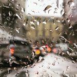 Maltempo a Milano, freddo e pioggia battente: la situazione meteo in diretta