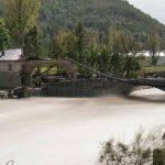Maltempo: il Tanaro travolge il ponte romano di Bagnasco, crolla il simbolo storico del paese [FOTO]
