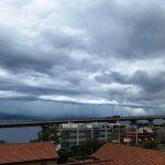 Allerta Meteo LIVE: violentissimo temporale sullo Stretto di Messina, maestosa Shelf Cloud [FOTO]