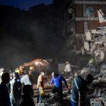 Terremoto nell'Egeo, si aggrava il bilancio di morti a Smirne: si continua a scavare tra le macerie per cercare sopravvissuti [FOTO e VIDEO]