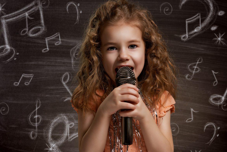 bambina cantante