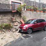 Maltempo Calabria, forti piogge a Rossano: crolla muro di recinzione, allagamenti [FOTO]