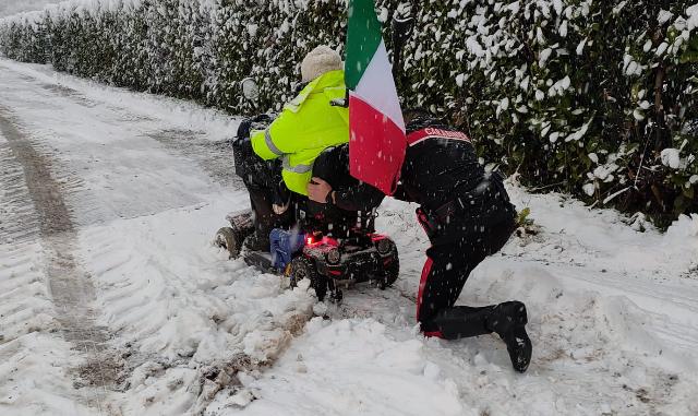carabinieri disabile neve