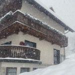 Maltempo, tanta pioggia e neve al Nordest: pericolo valanghe in Friuli, mezzo metro di neve a Cortina [FOTO]