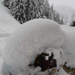 Maltempo Veneto, oltre due metri di neve ad Arabba: il paesaggio è incantevole ma il paese è isolato e ci sono disagi [FOTO e VIDEO]