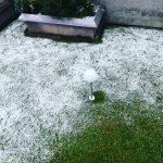 Maltempo, Milano si sveglia con la neve e temperature vicine allo zero: fiocchi in città [FOTO e VIDEO]