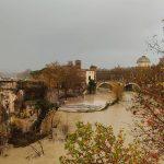 Maltempo, forte pioggia a Roma e in tutto il Lazio: picchi di 80mm, cresce la piena del Tevere [FOTO]