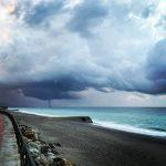 Maltempo in Calabria, tornado sulla locride: si è formato al largo di Siderno per poi abbattersi su Roccella [FOTO e VIDEO]