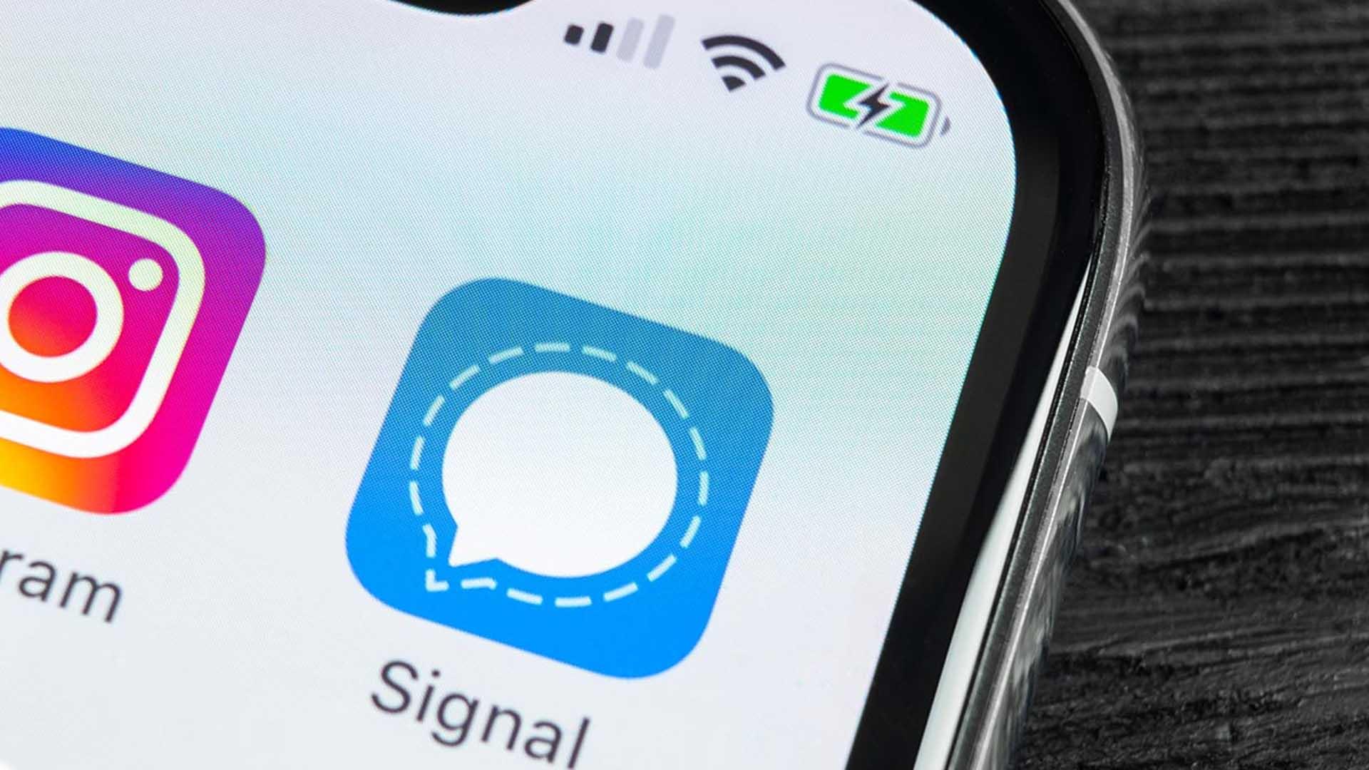 WhatsApp si dà la zappa sui piedi: crescono Signal e Telegram