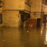 Maltempo Marocco, le piogge lasciano il centro di Casablanca sott'acqua: case allagate e auto trascinate dall'acqua [FOTO]