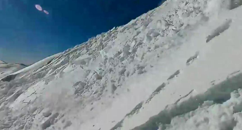 valanga snowboarder