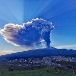 Etna, oggi il 7° parossismo di febbraio: mezz'ora di follia e una pioggia di cenere e pietre grandi fino a 6cm [FOTO  e VIDEO]