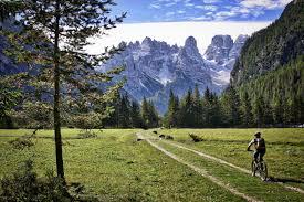 Lunga via delle Dolomiti