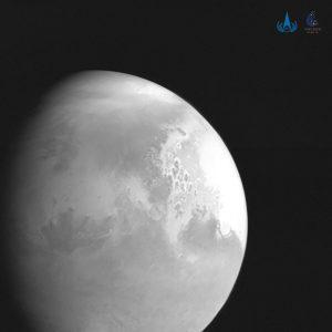 La prima foto di Marte scattata dalla sonda cinese Tianwen-1