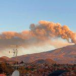 Etna, nella notte il 5° spettacolare parossismo: lancio di lapilli e bombe oltre il cratere, tremore intenso fino al mattino [FOTO]