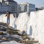 Maltempo Svizzera, un San Valentino di freddo a Ginevra: le sponde del lago si ricoprono di ghiaccio [FOTO]