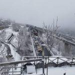 Torino-Bardonecchia, drammatico incidente nella nebbia a -6°C in autostrada: 2 morti e 31 feriti [LIVE]