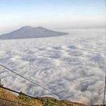 """Meteo, l'alta pressione porta la """"caligo"""": la nebbia di mare ammanta ancora Genova e Napoli, scenari insoliti [FOTO]"""