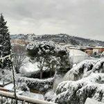 Maltempo, la neve arriva anche in Emilia-Romagna: panorama suggestivo stamattina a Bologna [FOTO]