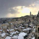 Maltempo, San Valentino con la neve in Basilicata: imbiancati anche i Sassi di Matera [FOTO]