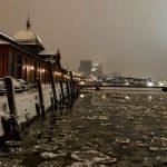 Meteo, freddo in Germania: neve e ghiaccio ad Amburgo, congelano i corsi d'acqua che attraversano la città [FOTO]
