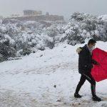 """Ondata di freddo in Grecia, risveglio insolito ad Atene: """"Medea"""" porta la neve, Acropoli imbiancata [FOTO]"""