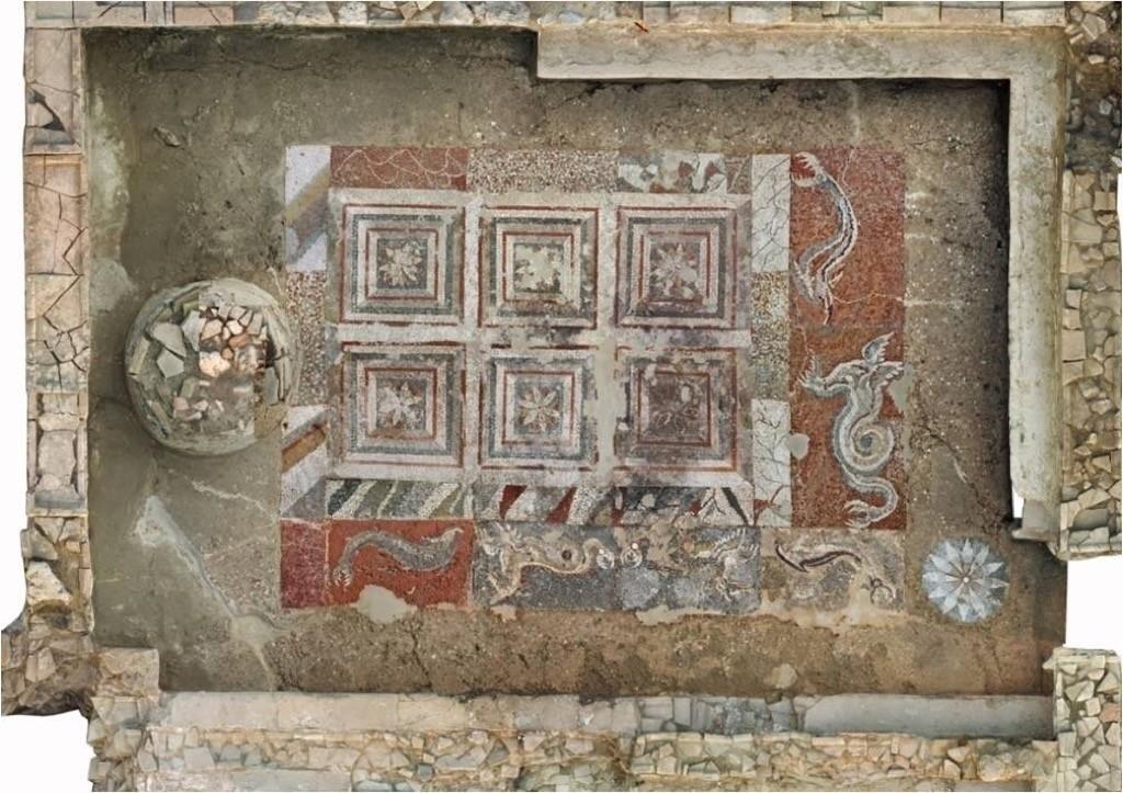 mosaico draghi delfini caulonia