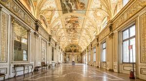 sala specchi palazzo ducale