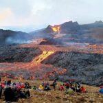 """Islanda, un fiume di lava del vulcano Fagradalsfjall """"straripa"""": gli ultimi aggiornamenti sull'eruzione [FOTO e VIDEO]"""