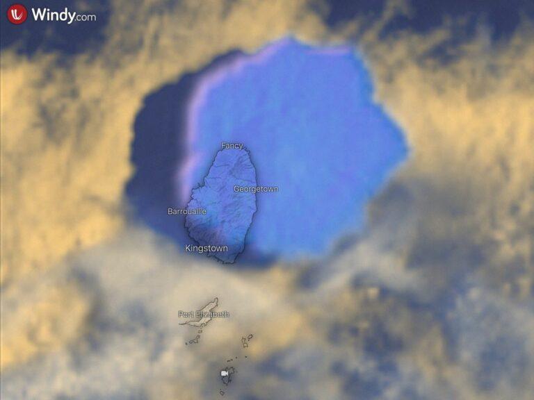 Nube eruttiva (in falsi colori) prodotta da una delle forti esplosioni del vulcano La Soufrière sull'isola di St. Vincent catturata dal satellite Eumetsat, 11 aprile 2021. Si nota l'ombra prodotta dalla nube eruttiva (sul suo lato sinistro). L'altezza della colonna eruttiva è circa 18 km.