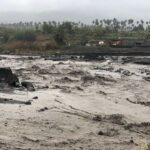 Meteo, Saint Vincent in ginocchio: alluvioni, frane e lahar dal vulcano La Soufriere si aggiungono al disastro della cenere [FOTO e VIDEO]