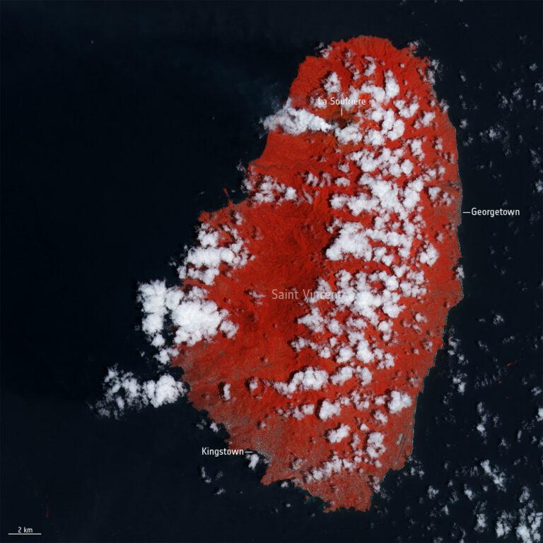 L'isola di Saint Vincent l'8 aprile. Contains modified Copernicus Sentinel data (2021), processed by ESA, CC BY-SA 3.0 IGO