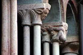 capitelli chiostro bologna