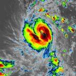Tauktae, l'impressionante ciclone che si sta abbattendo sull'India: catastrofico landfall nelle prossime ore [FOTO e VIDEO]