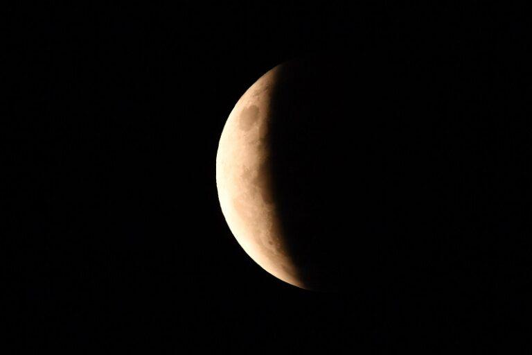 La Superluna vista dall'Australia. Foto Dean Lewins / Ansa