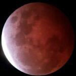 L'Eclissi di Superluna incanta il Mondo: il nostro satellite si è tinto di rosso, ecco le immagini LIVE [FOTO]