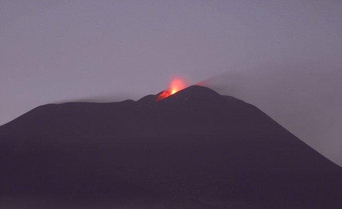 Etna, eruzione: attività esplosiva con forti boati