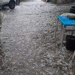 Maltempo, temporali e nubifragi al Sud: la grandine imbianca le spiagge di Soverato, crolla controsoffitto dell'ospedale a Locri [FOTO e VIDEO]