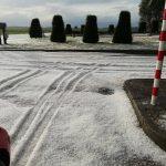 Maltempo Piemonte, forti grandinate nel Vercellese: alberi abbattuti e uno spesso strato di ghiaccio nelle strade di Borgosesia, Balocco ricoperta di bianco [FOTO e VIDEO]